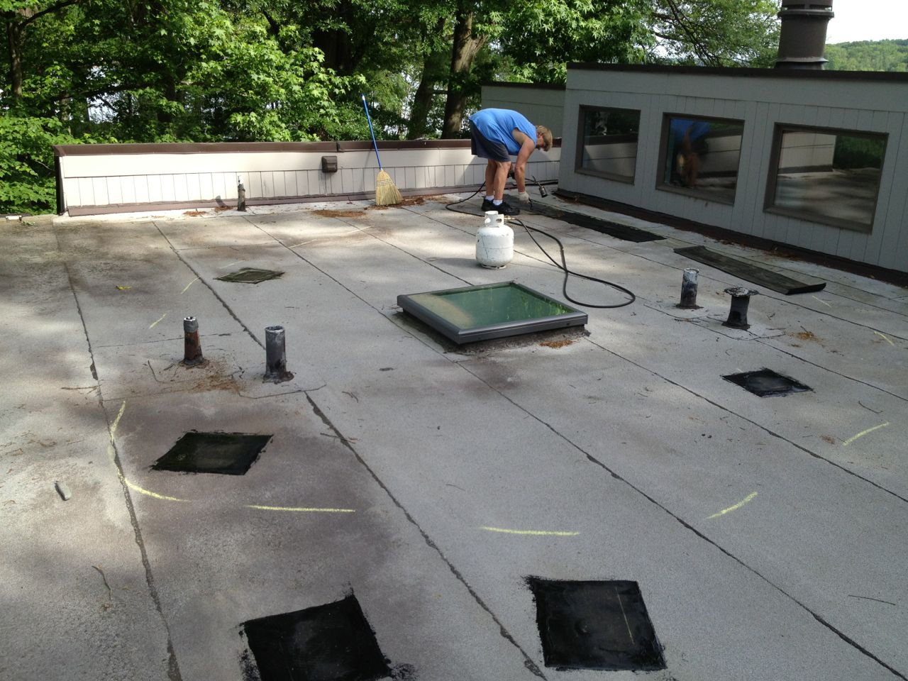 Leaking Flat Roof When To Repair Or Replace Lyons
